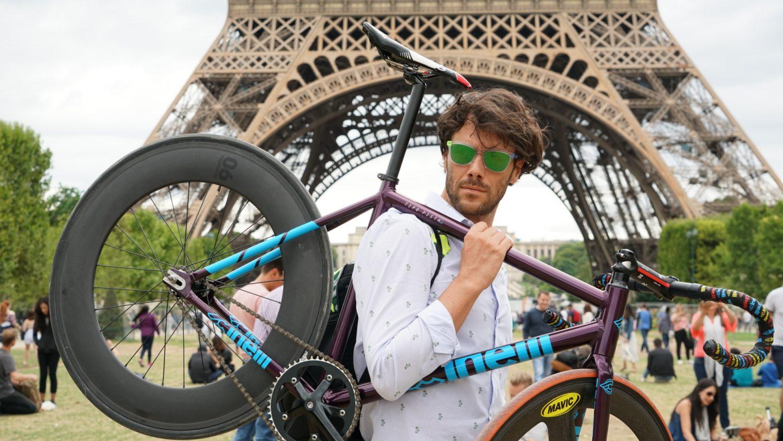 News' image'Loris Gobbi ('GoboloDesign'), el ciclista y artista tras el 'Maillot Solidario' de Movistar Team'