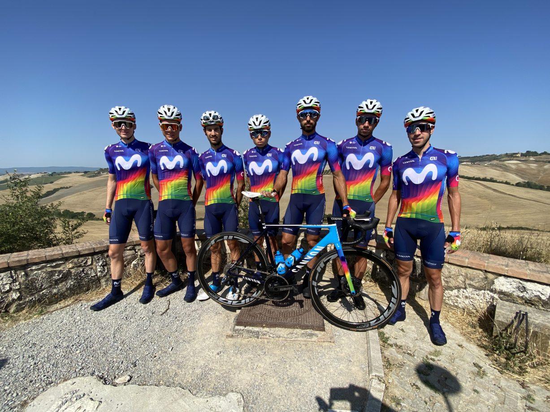 News' image'Movistar Team ya luce el Maillot Solidario en la Strade Bianche: las primeras fotos'