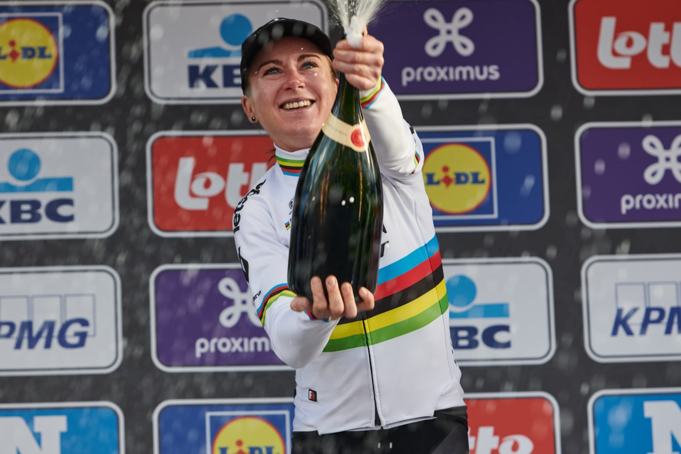 Imagen de la noticia 'Annemiek van Vleuten joins the Movistar Team as Blues enter a whole new dimension'