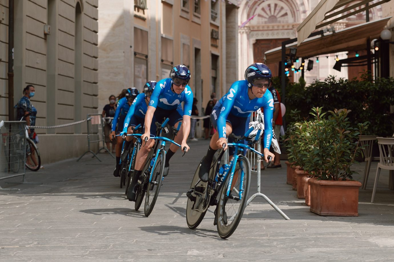 Imagen de la noticia 'Movistar Team takes 12th in Giro Rosa opening TTT'