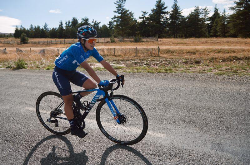 Imagen de la noticia 'Paula Patiño close to GC contenders atop Mont Lozère; Oyarbide back into the break'