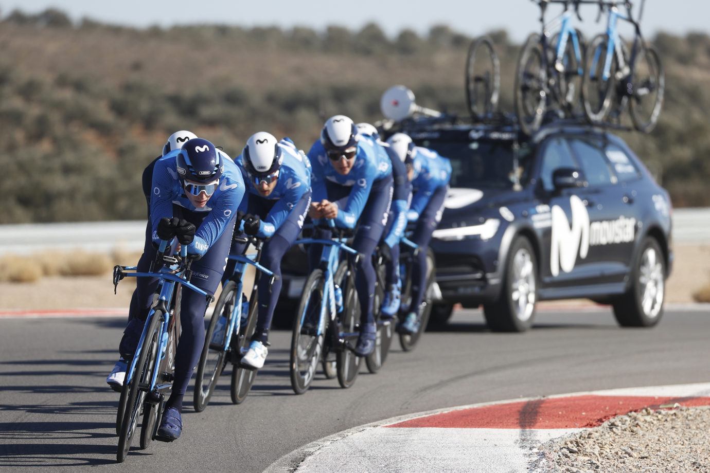 Imagen de la noticia 'Movistar Team completes TTT training session at Circuito de Almería'