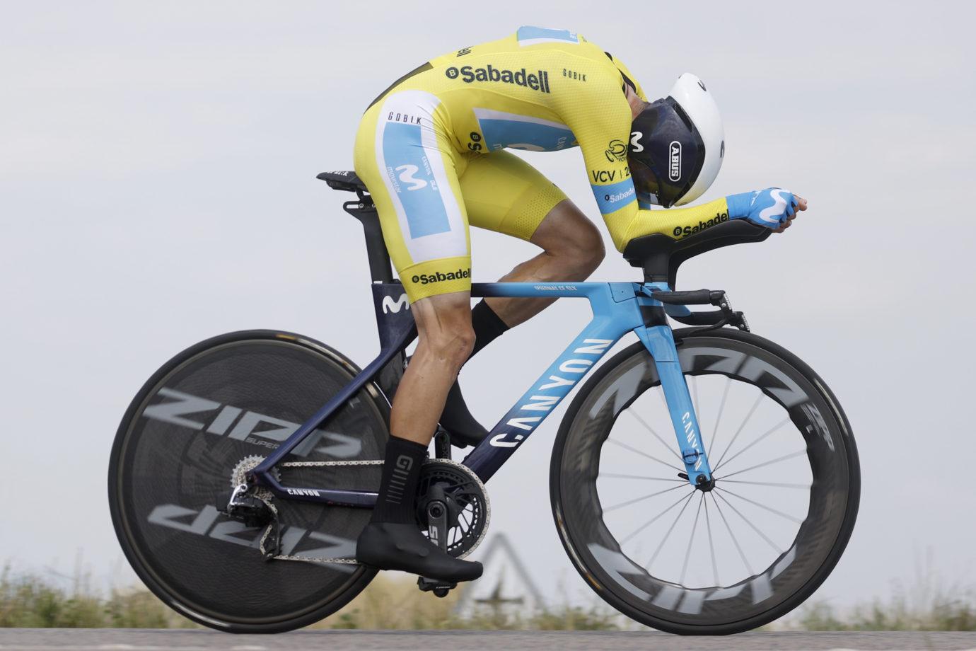Imagen de la noticia 'Puncture erases Enric Mas' GC chance at Vuelta CV TT'