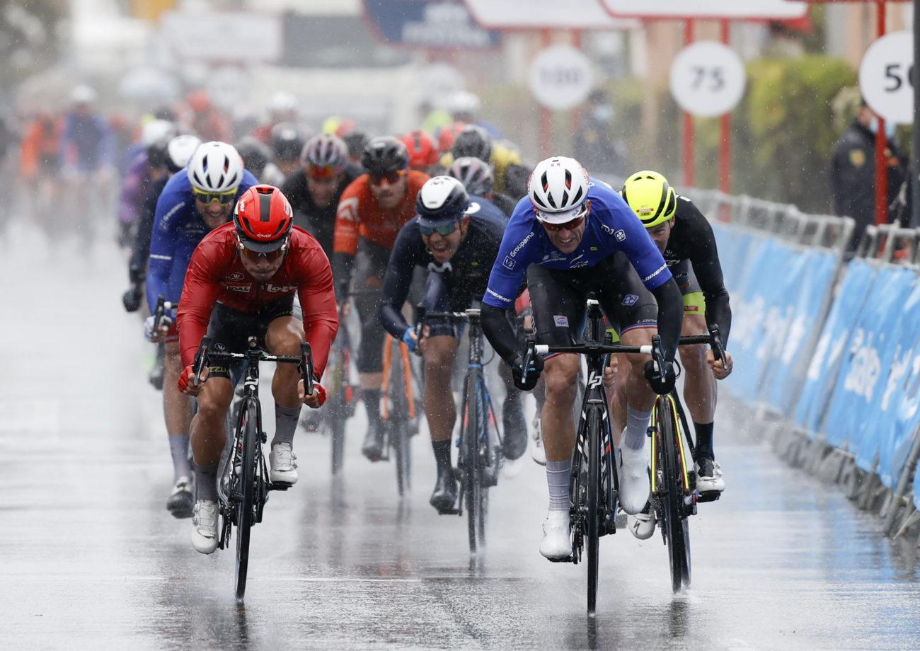 Imagen de la noticia 'Mora 5th in Alicante after yet another wet stage'