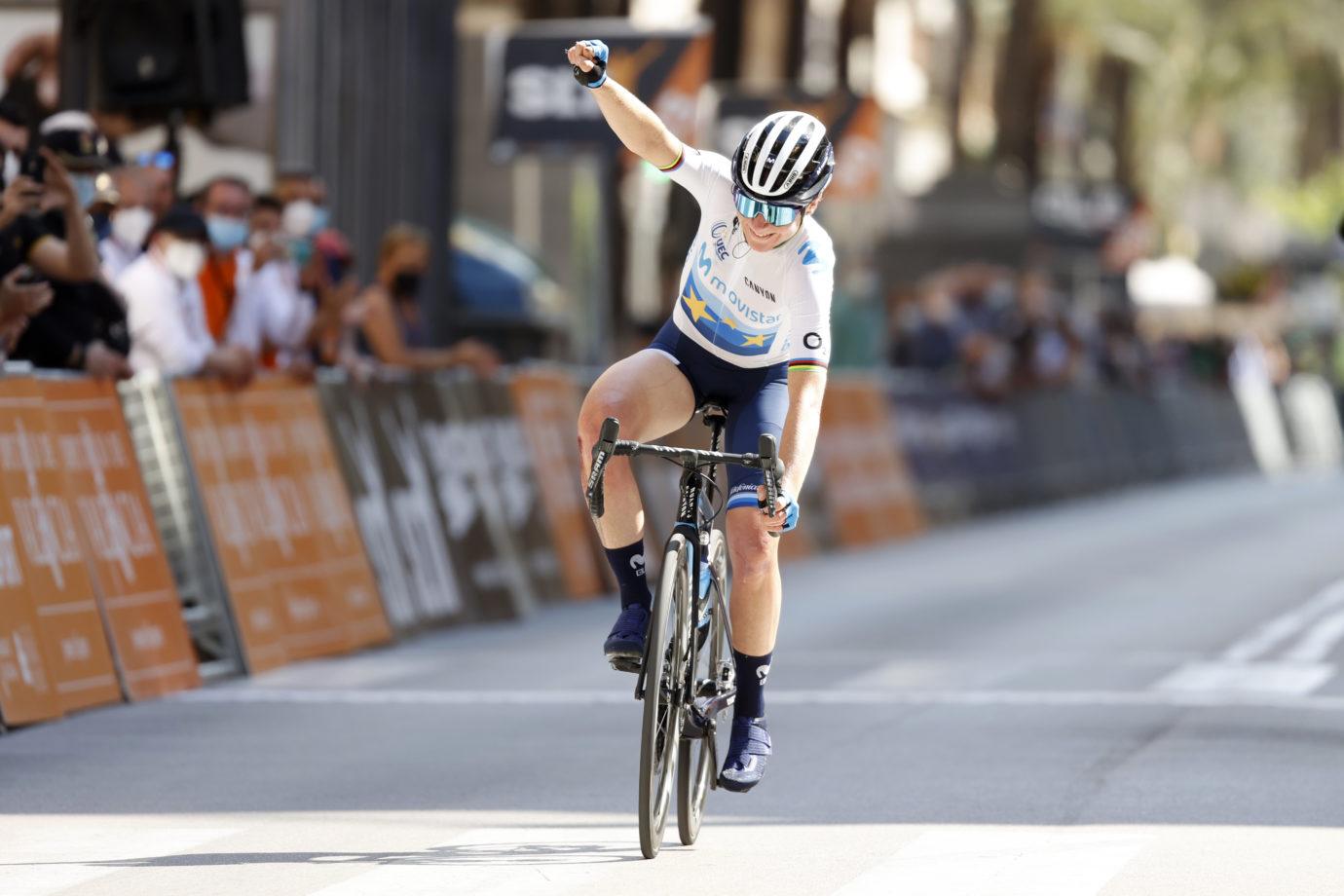 Imagen de la noticia 'Van Vleuten takes huge win in Gandía, GC lead in Setmana Valenciana'
