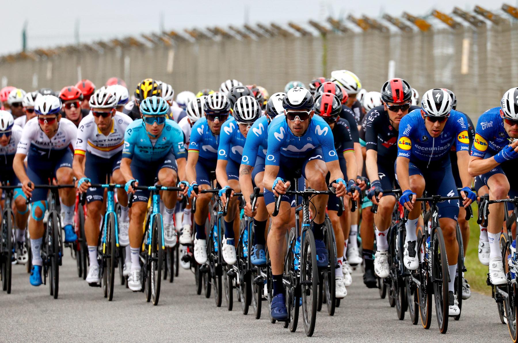 Imagen de la noticia 'Soler out of Tour after stage one crash; Enric Mas within main contenders'