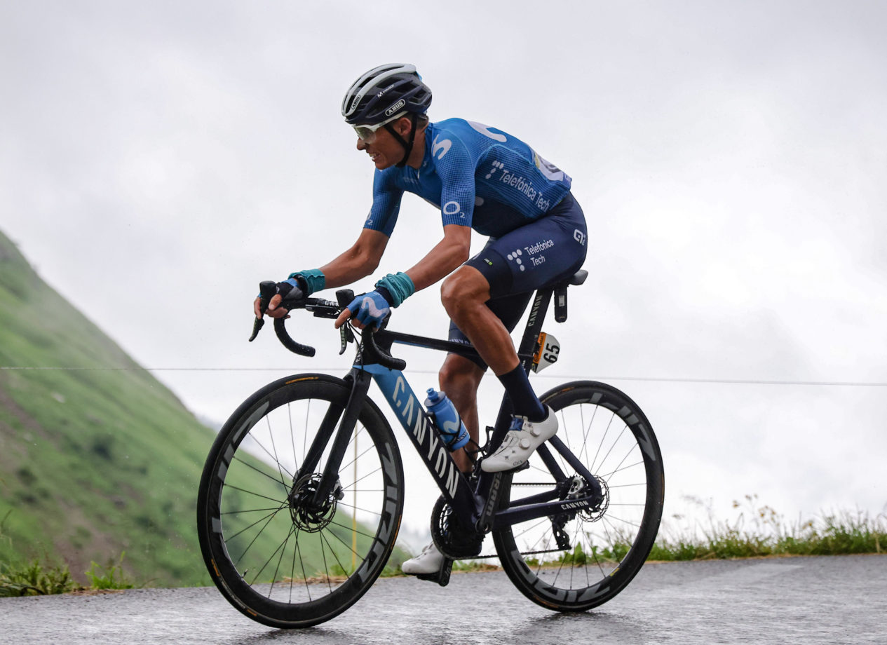 Imagen de la noticia 'Mas -8th overall- 'survives' Alpine rain within podium contenders'