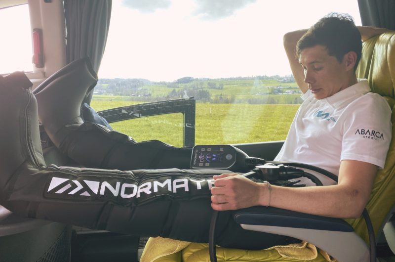 News' image'Movistar Team cuida su recuperación en el Tour con Hyperice'